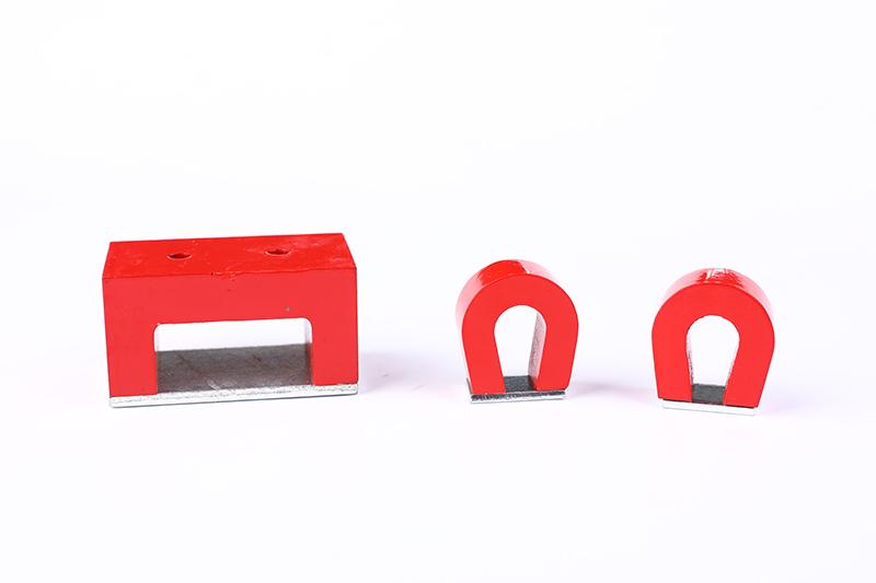 马蹄形磁铁